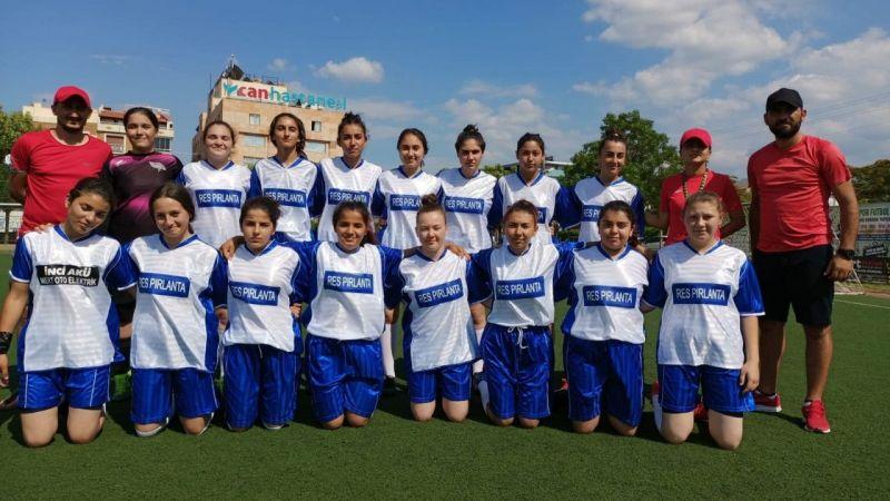 Salihli'de kızlardan futbola büyük ilgi