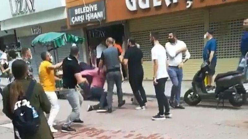 Kuyumcuların kavgası büyüdü, iki grup sokak ortasında birbirine girdi