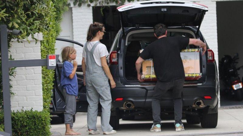 Jennifer Garner, çocukların Babalar Günü'nü Ben Affleck ile geçirmesine izin veriyor