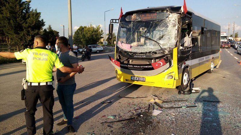 Otobüsler çarpıştı, karayolu ulaşıma kapandı: 1'i ağır 2 yaralı