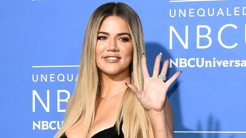 Khloe Kardashian, yayınladığı fotoğrafta altıncı parmağıyla kendini rezil etti