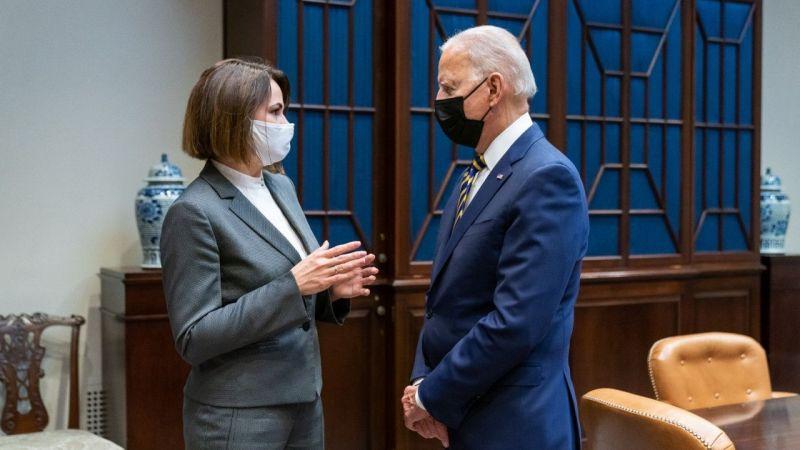 Biden, Belaruslu muhalif lider Tikhanovskaya ile Beyaz Saray'da bir araya geldi