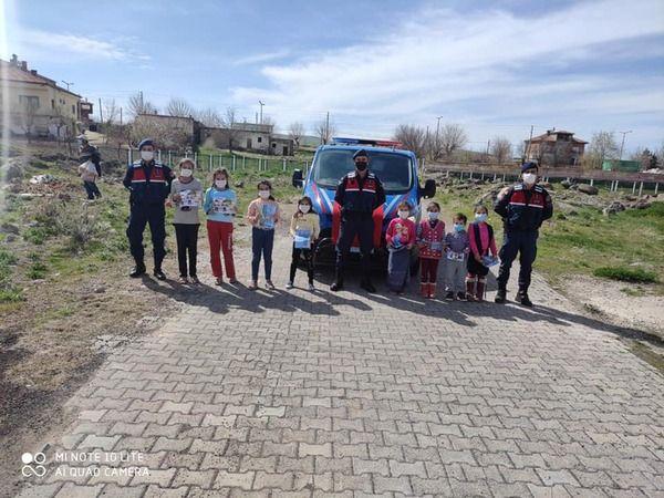 Jandarma çocukları unutmadı