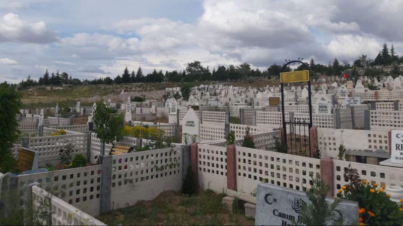 Kaldırım mezarlığında garip şeyler oluyor