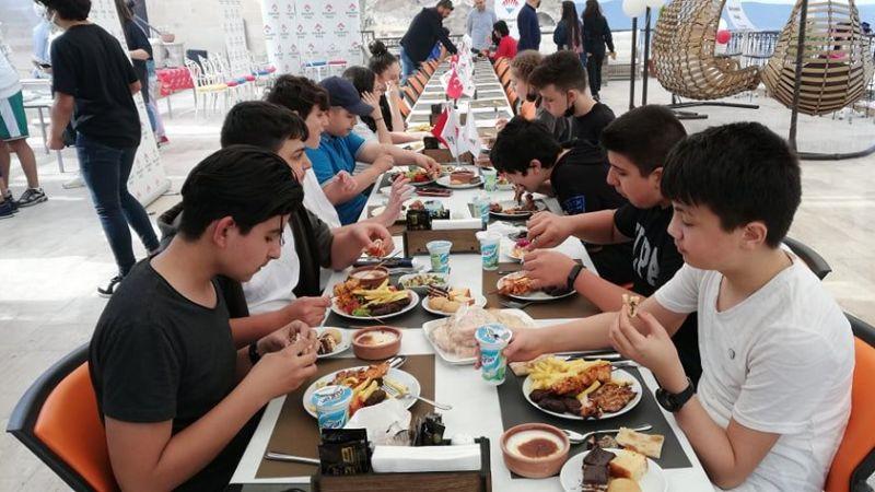 8. Sınıf öğrencilerine LGS öncesi moral yemeği