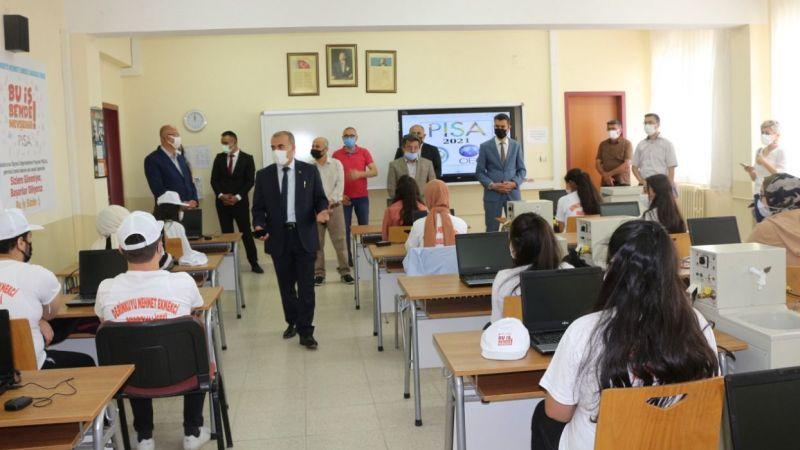 Demir, PISA 2022'ye katılacak okulu inceledi