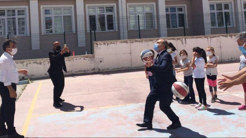 Müdür Demir okul etkinliklerine katıldı