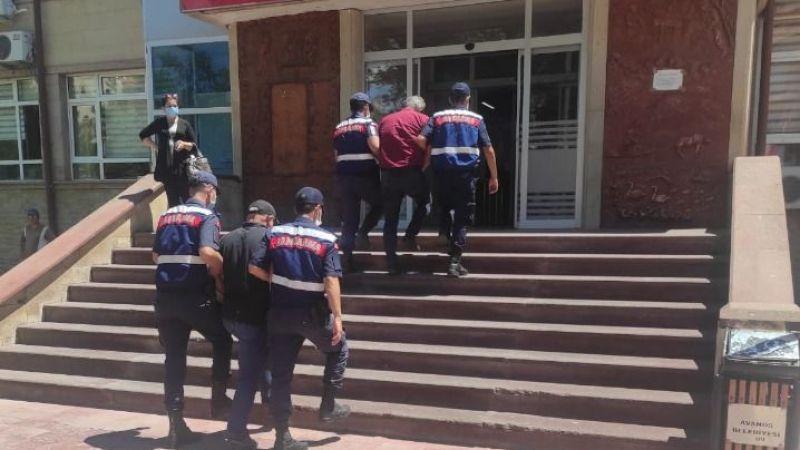 2 kamu görevlisi evrakta sahtecilikten tutuklandı