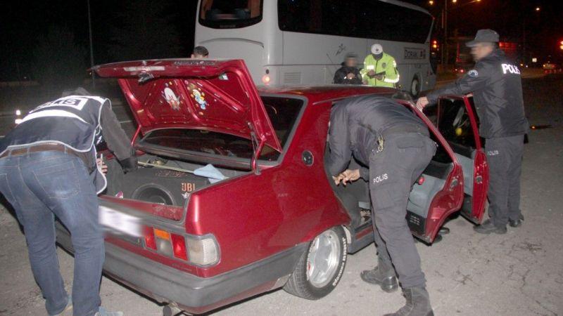 Şüpheli araçtan zehir çıktı: 2 kişi gözaltında