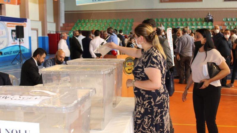 Oy kullanma işlemi devam ediyor