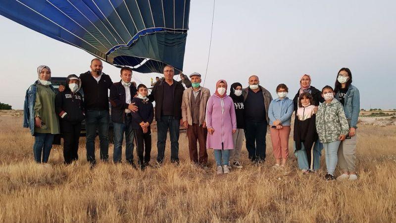Çat'da balonlar çocuklar için havalandı