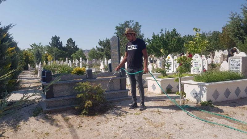 Çat'da mezarlıklarda temizlik yapıldı