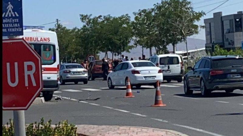 Ambulans kaza yaptı: 1 yaralı
