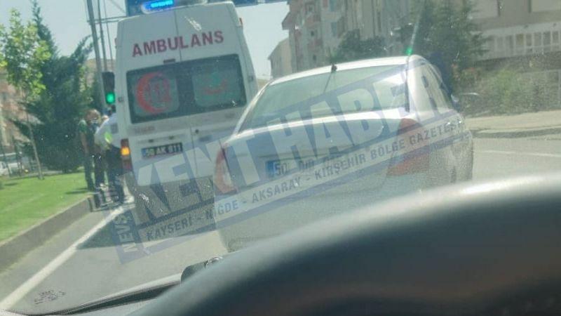 Ambulans araca çarptı