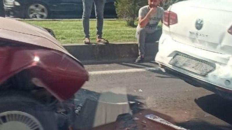 Zincirleme trafik kazası meydan geldi