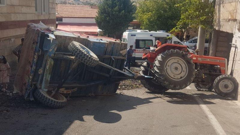 Üzüm yüklü traktör devrildi; 1 yaralı