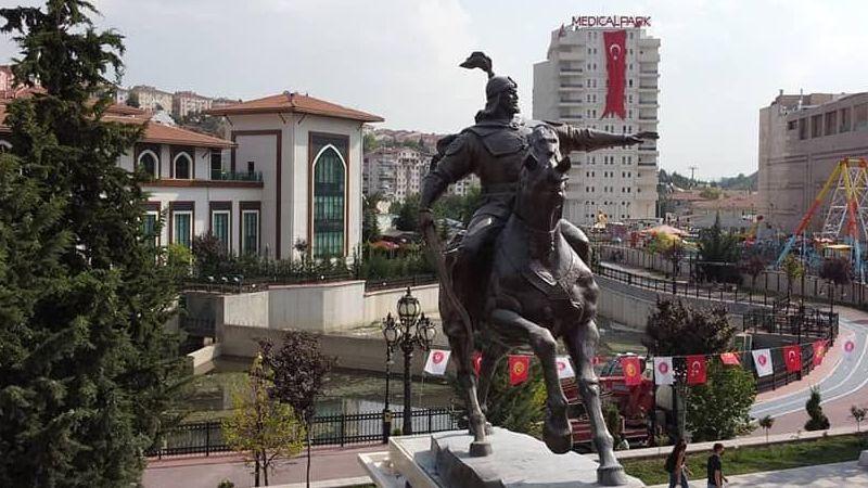 Başkan Süslü,  heykel açılış  törenine katıldı