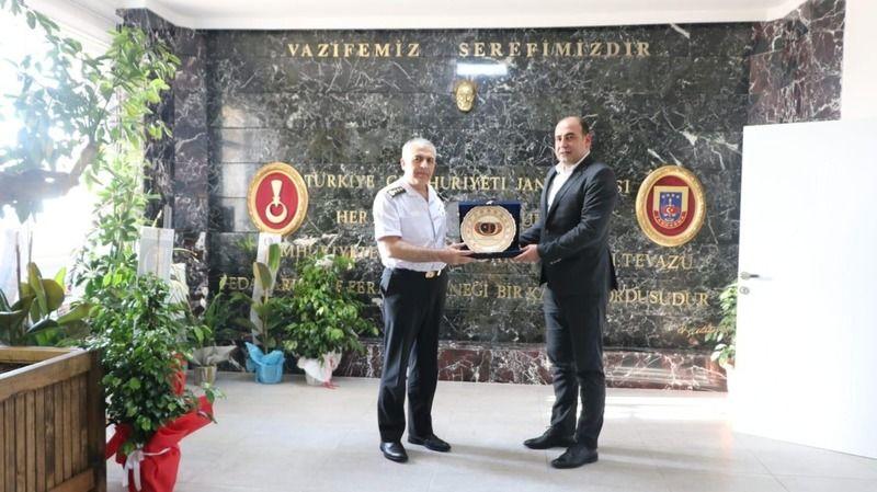 Başkan Çekiç'ten, Alay Komutanı Yakın'a ziyaret