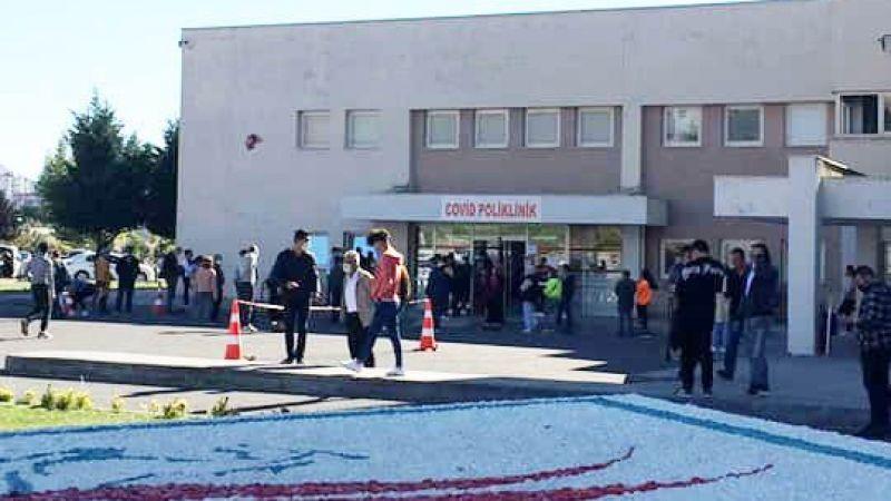 Covid Polikliniği'nde öğrenciler sıraya girdi