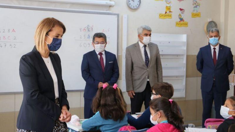 Vali Becel, haftaya okul ziyaretleri ile başladı