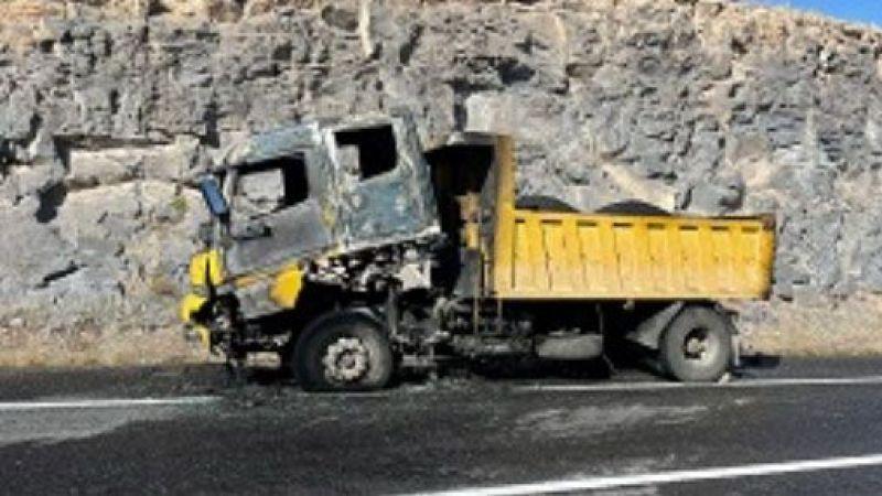Özel İdarenin kamyonu yandı