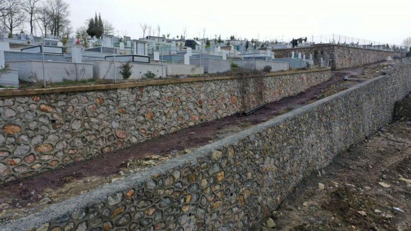 İlimtepe Mezarlığı'nda taş duvar çalışması