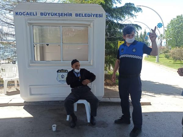 Kocaeli Zabıtası kaybolan vatandaşı ailesine teslim etti