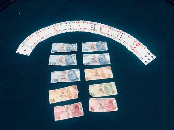 Kısıtlamada kumar partisi yapan 11 kişiye ceza