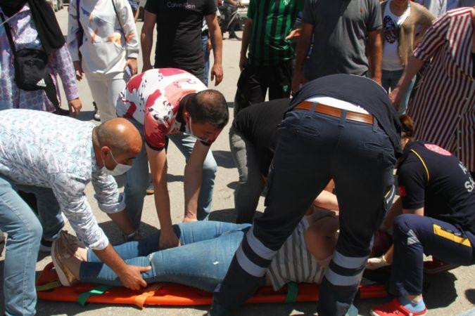 Kamyonetin çarptığı 2 kadın ağır yaralanınca ortalık karıştı