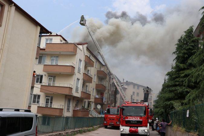 5 katlı binanın çatısını alevler sardı