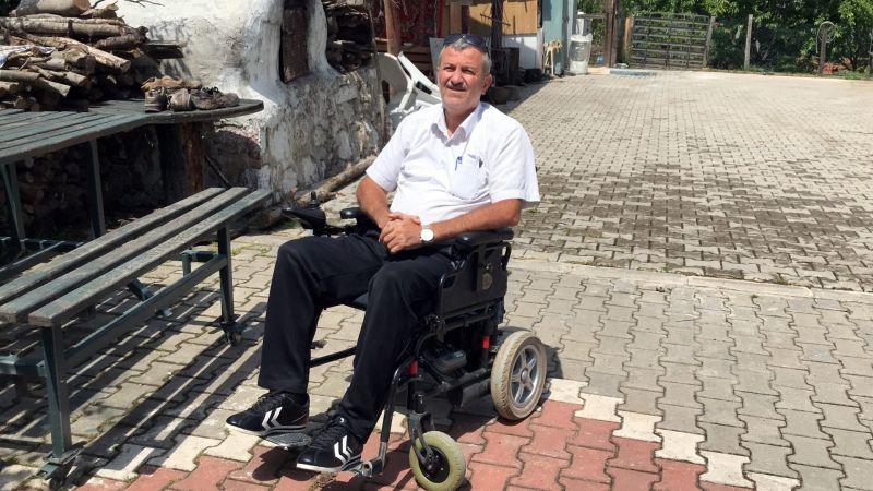 Başkan Büyükakın, engelli muhtarın isteğini kırmadı