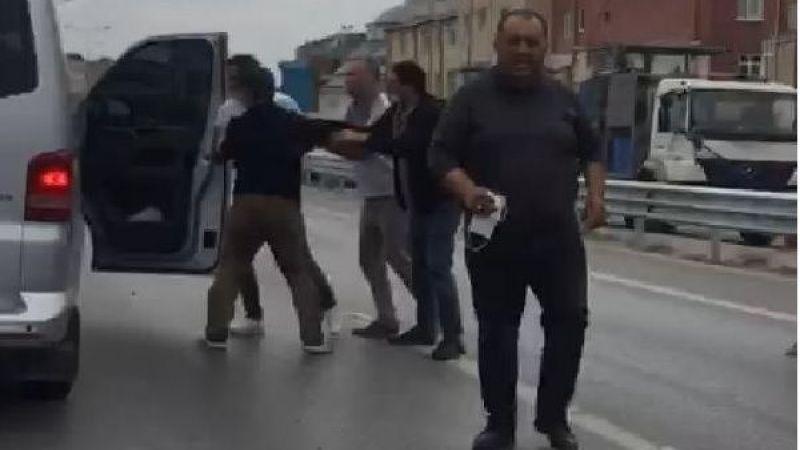 Mağdur babaya ve ailesine 3 yaşındaki çocuğunun gözleri önünde sopalarla saldırdılar!