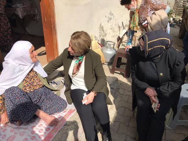 AK Partili kadınlar sahaya indi