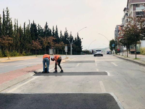 Gebze'de yol onarımlarına devam ediliyor