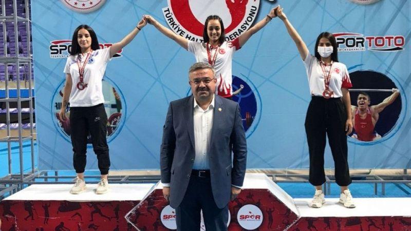 Kocaeli'nin haltercileri Türkiye şampiyonu