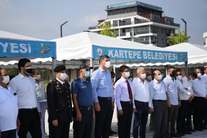 Başkan Kocaman Kent Meydanı'nda vatandaşlarla bayramlaştı
