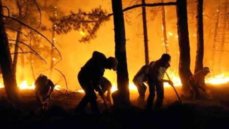 Kocaeli'den 17 araç ve 55 personel yangın bölgelerinde