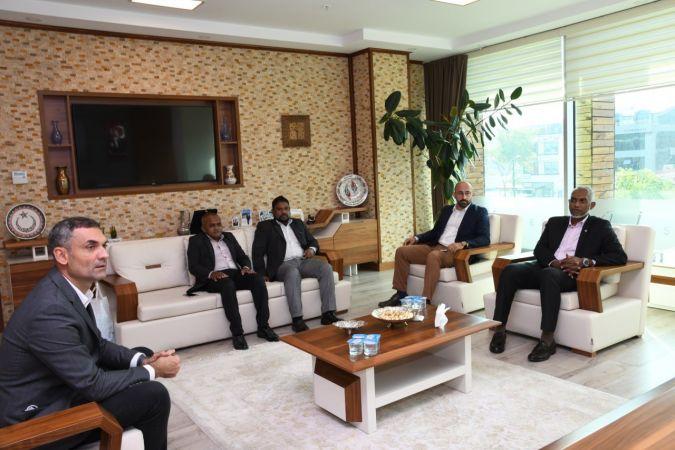 Başkan Özlü Maldivli mevkidaşını ağırladı