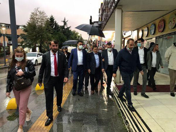 İYİ Partililer'den Gölcük esnafına ziyaret