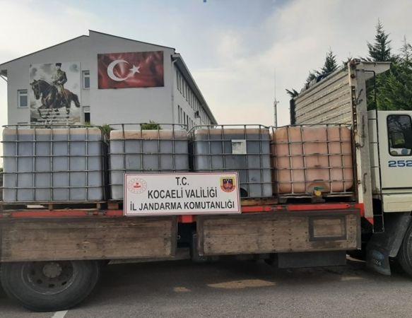 Durdurulan kamyonda 6 ton kaçak akaryakıt ele geçirildi