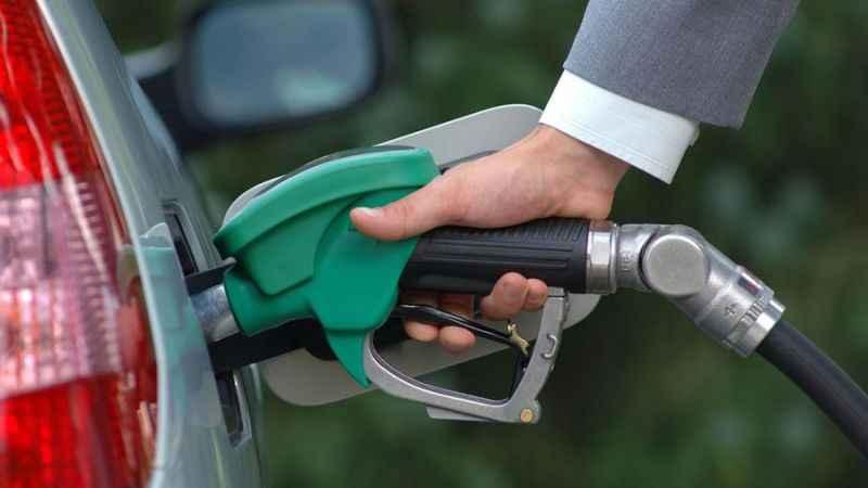 Benzin ve motorine zam: Gece yarısı 7 kuruş zamlanacak