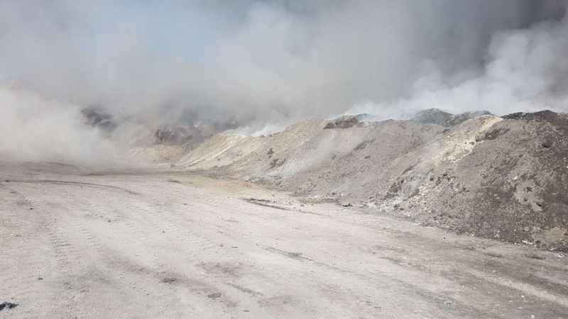 Foça'da cüruf depolama alanında yangın