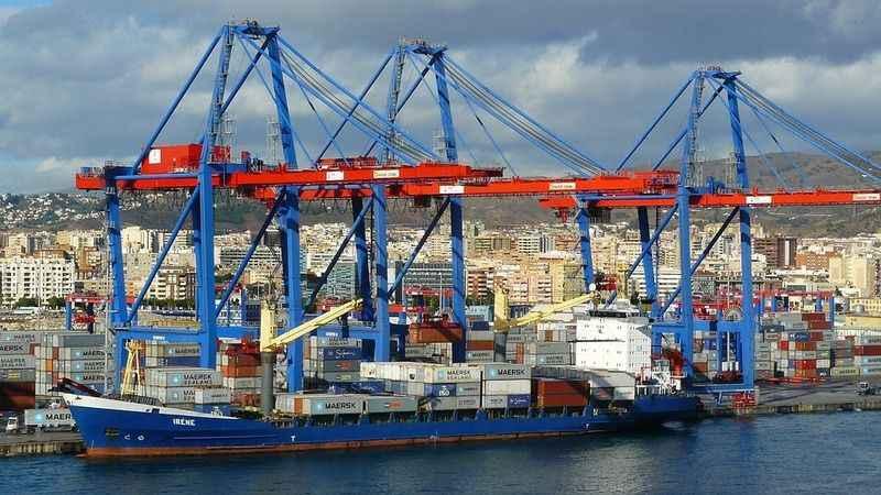 Dış ticaret açığı 8 milyar doları aştı