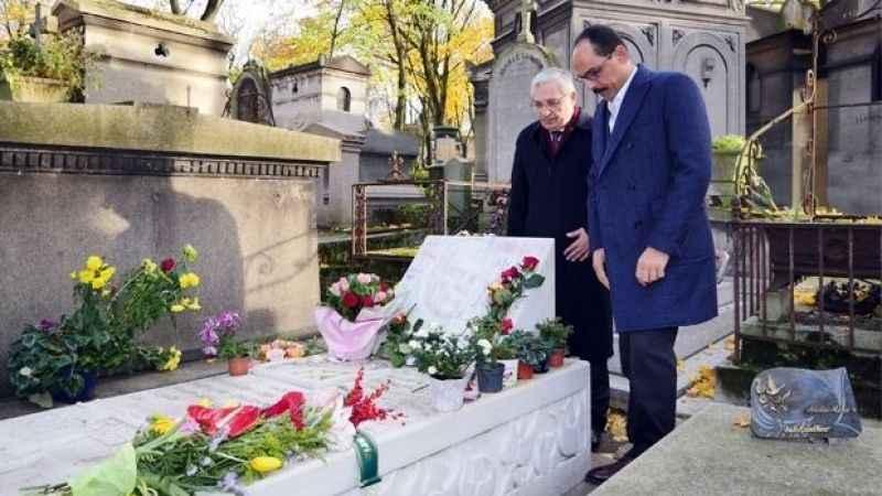Kalın, Ahmet Kaya'nın mezarını ziyaret etti! 'Cumhurbaşkanı kendisini hep çok sevmiştir'