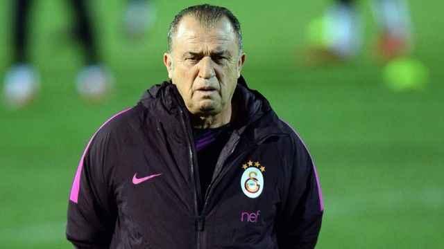 Galatasaray'da sağ bek Yedlin ve Omar'a emanet!