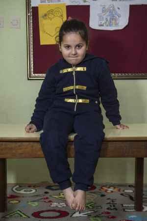 Suriyeli 5 yaşındaki Rama, ayağa kalkmayı başardı