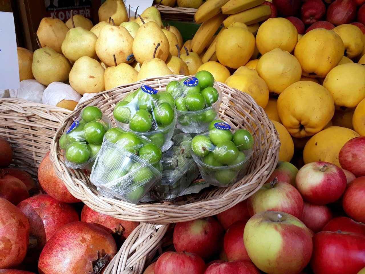 Yeşil eriğin kilosu 500 lira 38