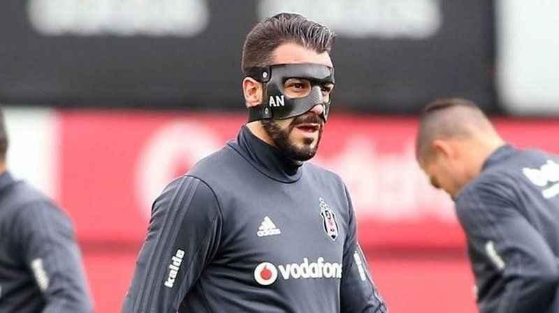 Negredo, özel yüz korumasıyla oynayacak