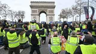 """Son dakika: Macron """"Sarı Yelekliler"""" ile görüşecek"""
