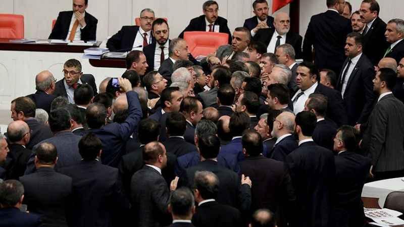 """""""Az yiyin beyler"""" tartışması! Meclisde vekiller birbirine girdi"""